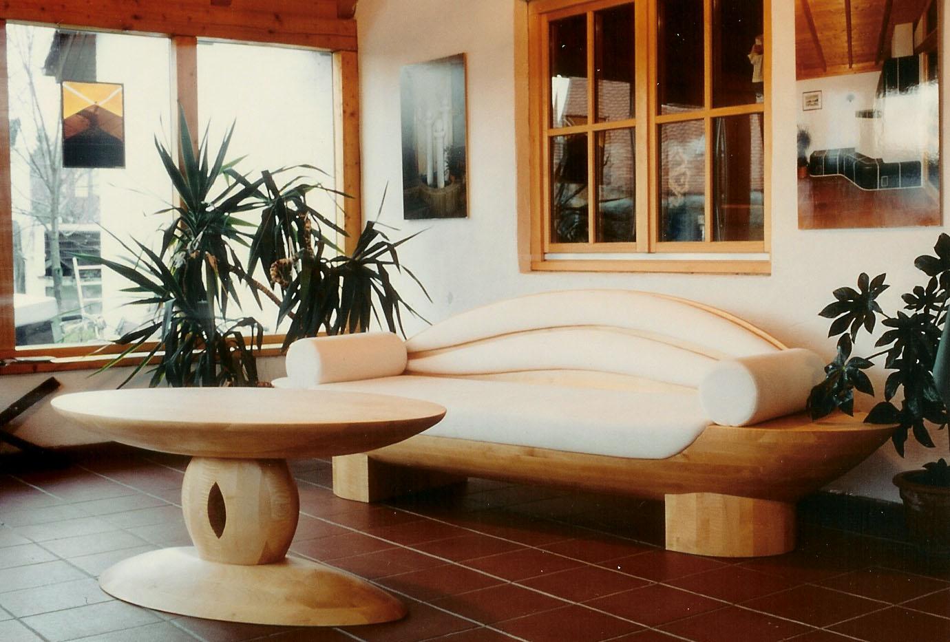 Sofa und Tisch